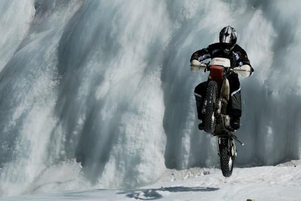 на мунку-сардык на мотоцикле