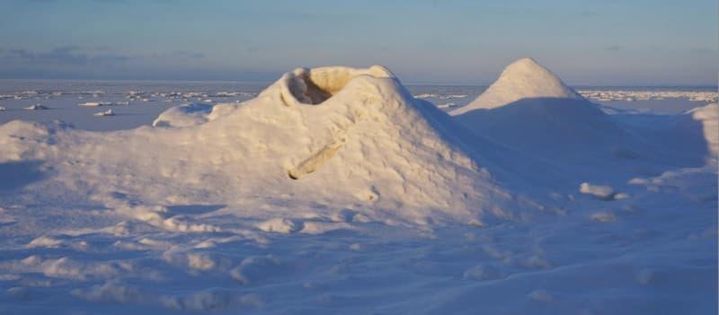 ледяные сопки на Байкале