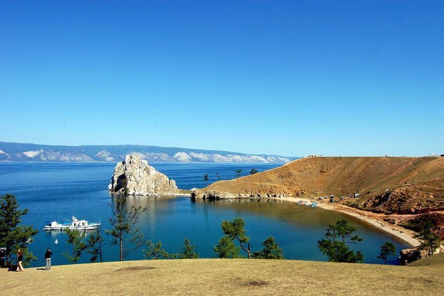 Скала Шаманка на острове Ольхон - визитная карточка Байкала
