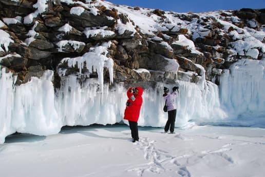 Ледяные наплески на скалах