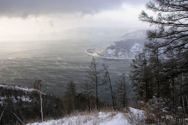 Исток реки Ангары в Листвянке