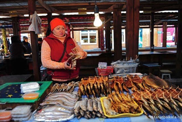Рыбный рынок в Листвянке