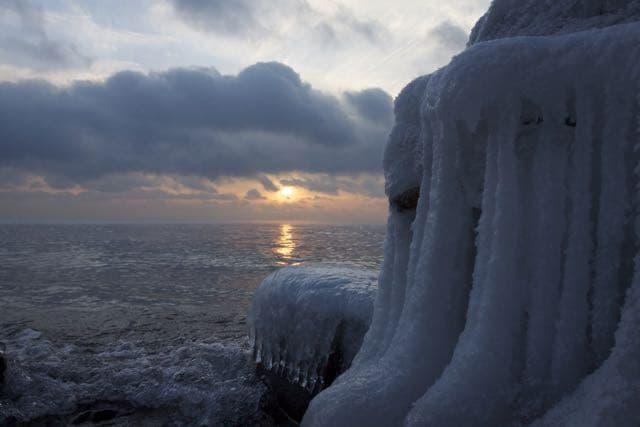 Закат на Байкале. Поселок Листвянка