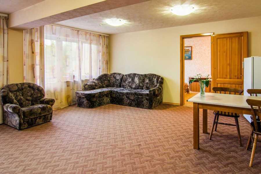 Гостиная в ПОЛУЛЮКС  в гостинице Соболиная в г.Байкальске
