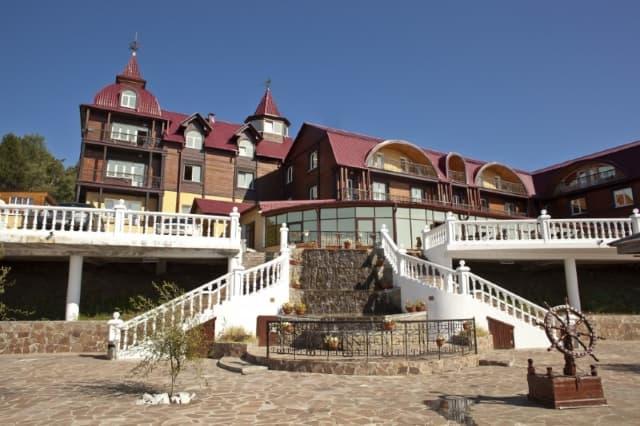 Отель Легенда Байкала в Листвянке