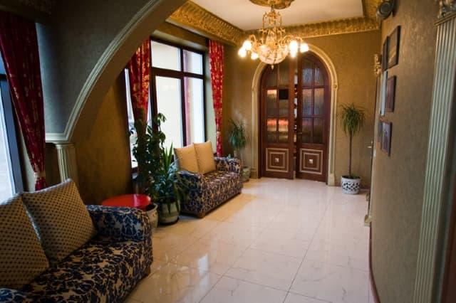 Изысканный интерьер в отеле и ресторане Легенда Байкала