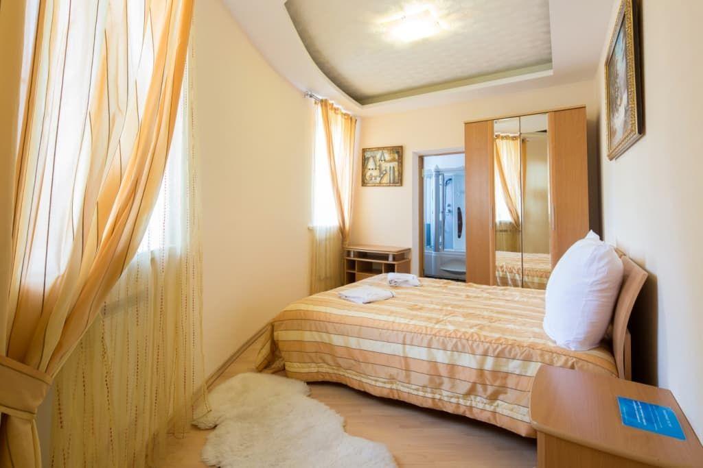 Отель Крестовая падь. VIP коттедж. Спальня на 1 этаже