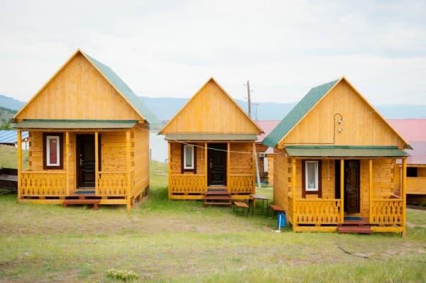 База отдыха Наратэй на Малом море, Брусовой полублагоустроенный домик