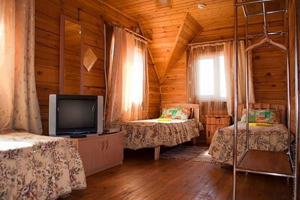 Гостиный двор Баяр на Малом море оз. Байкал, Бунгало  двухэтажный №1, спальня