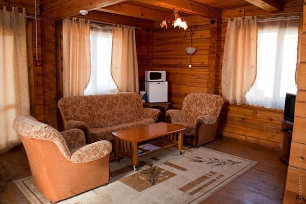 Гостиный двор Баяр на Малом море оз. Байкал, Бунгало  двухэтажный №2, гостиная