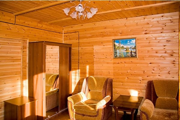 Гостиный двор Баяр на Малом море оз. Байкал, Бунгало  двухэтажный №4, первый этаж, гостиная