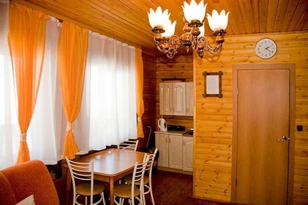 Гостиный двор Баяр на Малом море оз. Байкал, Бунгало  двухэтажный №5, первый этаж, кухня-гостиная