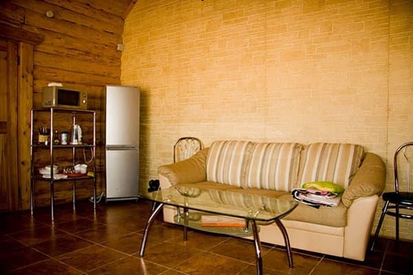 Гостиный двор Баяр на Малом море оз. Байкал, Бунгало одноэтажный №6, гостиная