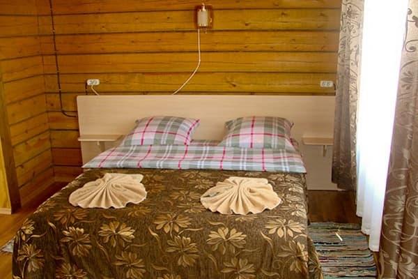 Гостиный двор Баяр на Малом море оз. Байкал, Бунгало  одноэтажный, спальня