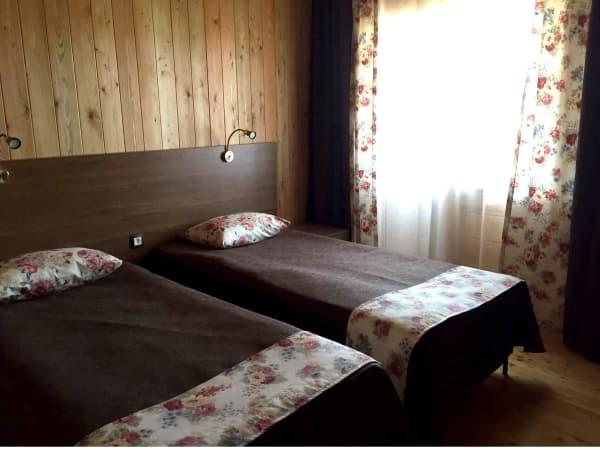 База отдыха Наратэй на Малом море, Благоустроенный 4-х комнатный коттедж, спальня