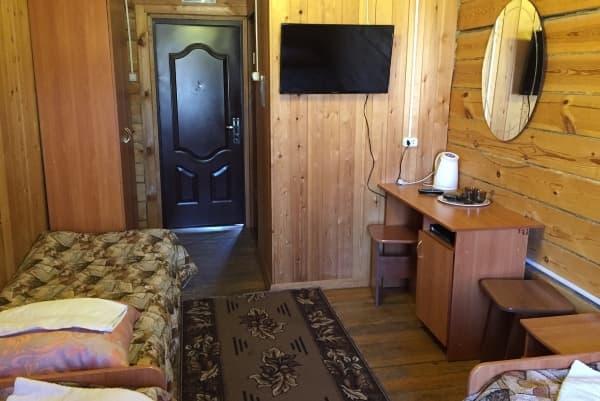 База отдыха Наратэй на Малом море, полублагоустроенный номер с санузлом в корпусе