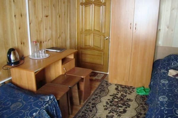 База отдыха Наратэй на Малом море, полублагоустроенный номер без санузла