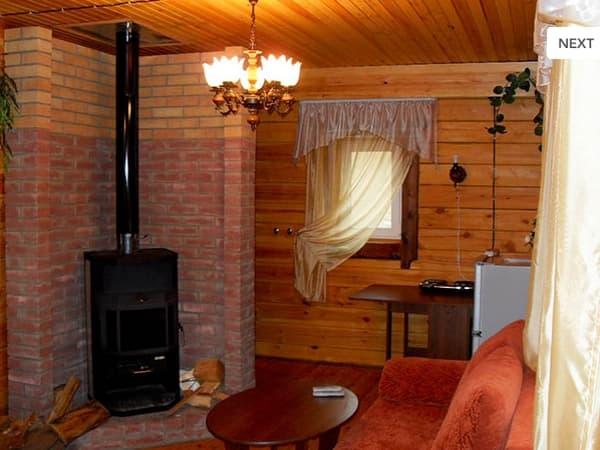Гостиный двор Баяр на Малом море оз. Байкал, гостевые дома 1,4,11, холл с камином