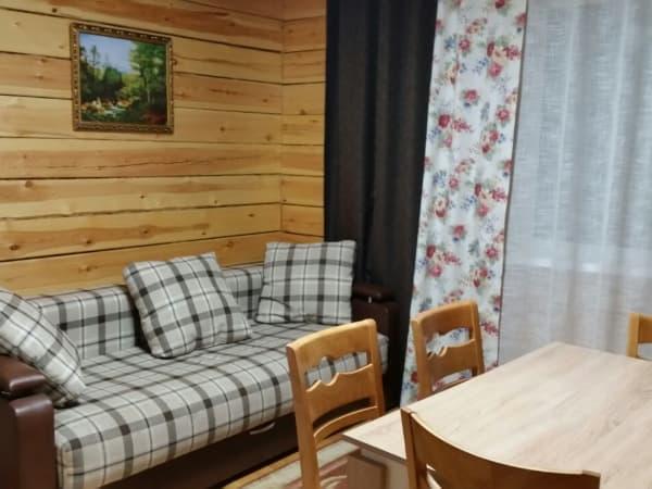 База отдыха Наратэй на Малом море, Благоустроенный 4-х комнатный коттедж, гостиная