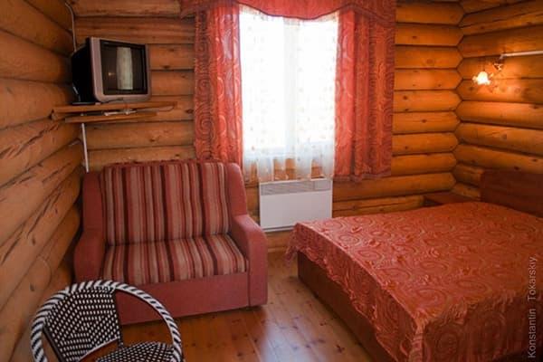 Гостиный двор Баяр на Малом море оз. Байкал, двухэтажные гостевые дома №2,3, спальня