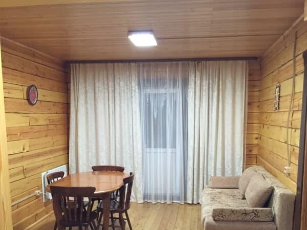 База отдыха Наратэй на Малом море, Благоустроенный 3-х комнатный номер с кухней, гостиная