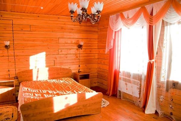Гостиный двор Баяр на Малом море оз. Байкал, Бунгало  двухэтажный №5, первый этаж, спальня