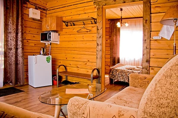 Гостиный двор Баяр на Малом море оз. Байкал, одноэтажные гостевые дома, гостиная