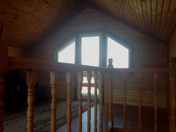 Гостиный двор Баяр на Малом море оз. Байкал, двухэтажные гостевые дом №12, лестница