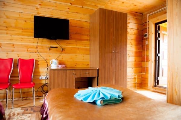 База отдыха Наратэй на Малом море, 2х-этажный коттедж, благоустроенный номер