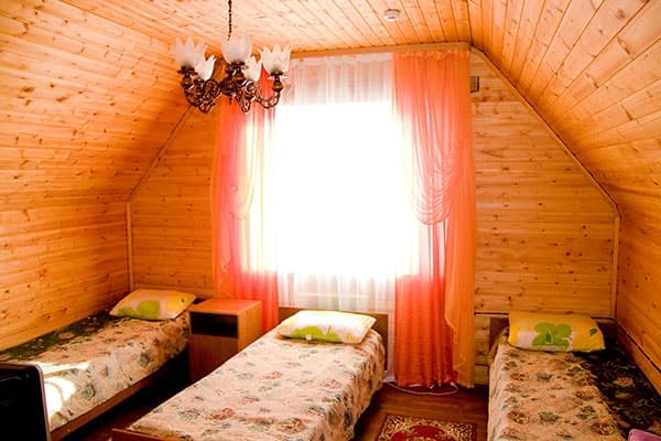 Гостиный двор Баяр на Малом море оз. Байкал, Бунгало  двухэтажный №5, второй этаж, 3х-местный номер