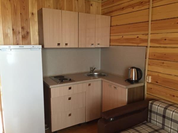 База отдыха Наратэй на Малом море, Благоустроенный 4-х комнатный коттедж, кухня