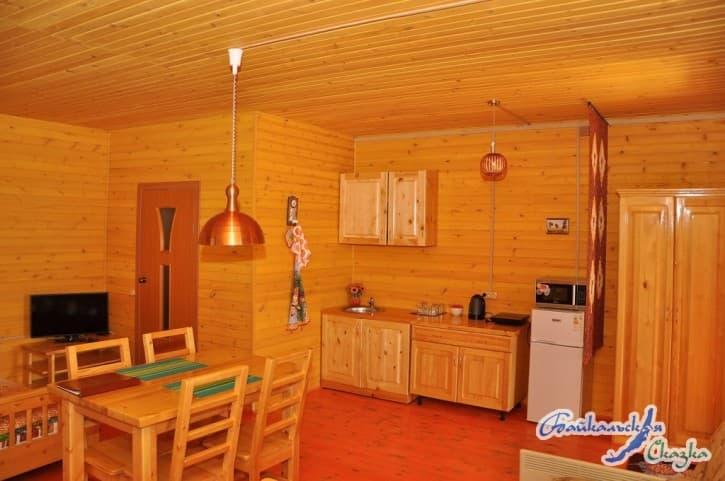 База отдыха Байкальская сказка на Малом море, Благоустроенный 4х-местный дом с кухней