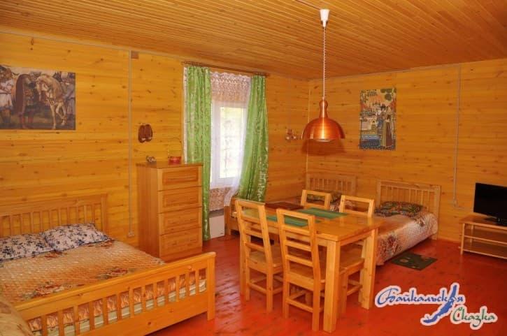 База отдыха Байкальская сказка на Малом море, Благоустроенный 4-местный дом с кухней