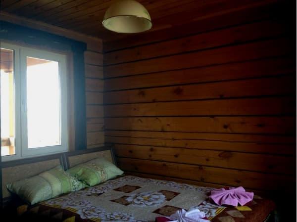 Гостиный двор Баяр на Малом море оз. Байкал, двухэтажные гостевые дом №12, спальня