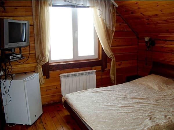 Гостиный двор Баяр на Малом море оз. Байкал, гостевые дома 1,4,11, спальня
