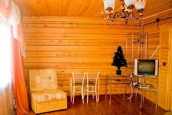 Гостиный двор Баяр на Малом море оз. Байкал, Бунгало  двухэтажный №5, первый этаж, гостиная
