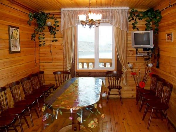 Гостиный двор Баяр на Малом море оз. Байкал, гостевые дома 1,4,11, гостиная