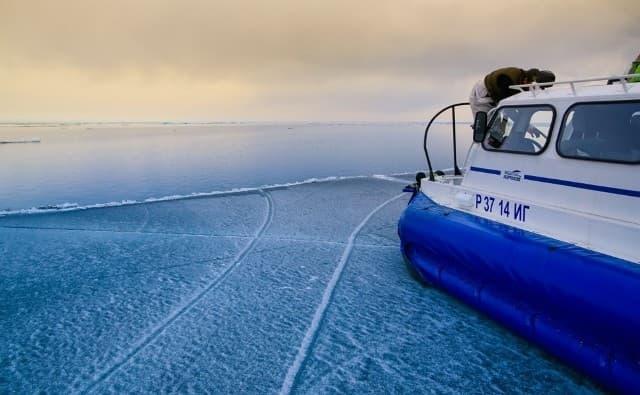 По Байкалу на судне на воздушной подушке