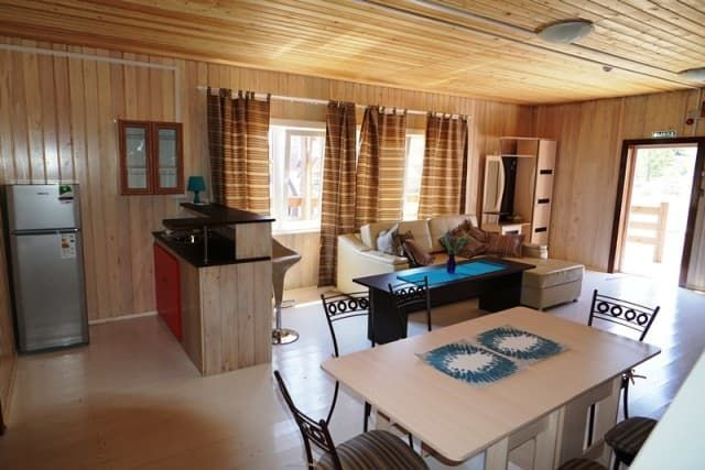 База отдыха Чара на Байкале (Малое море), дом с тремя спальнями и гостиной