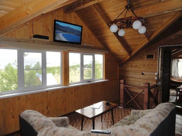 База отдыха Ранчо Лагуна на Малом море, оз. Байкал, благоустроенный 2х этажный коттедж, холл