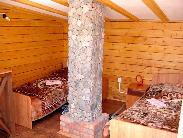 База отдыха Ранчо Лагуна на Малом море, оз. Байкал, 2х этажные коттеджи, спальня