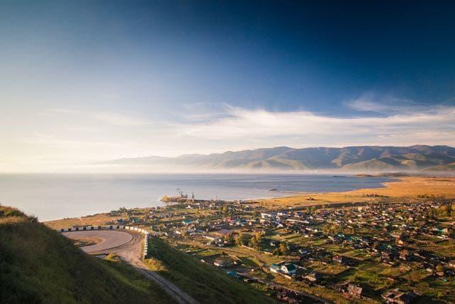 Вид на Байкал со смотровой площадки в пос. Култук