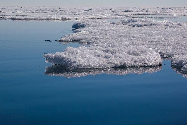 Ледоход на Байкале
