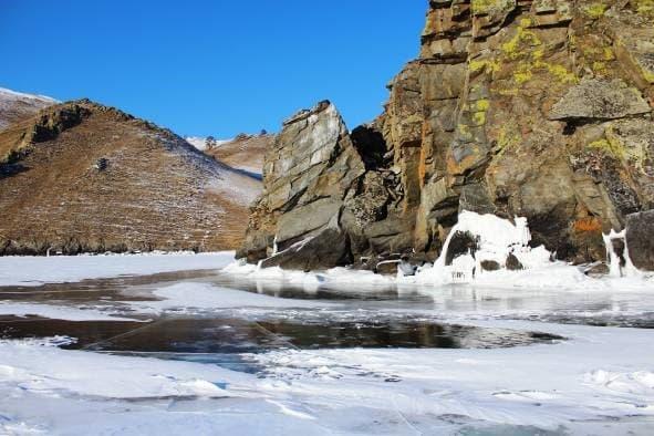 Ледовые наплески на скалах