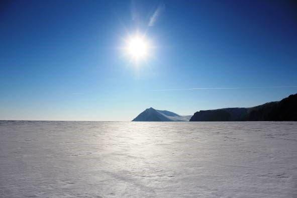 Бескрайние просторы зимнего Байкала