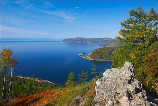 Панорамный вид на Байкал со смотровой площадки в пос. Листвянка