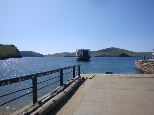Паромная переправа на остров Ольхон